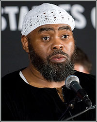 NAAZIM RICHARDSON BELIEVES ADRIEN BRONER RECEIVING MAYWEATHER BACKLASH AFTER FIRST DEFEAT