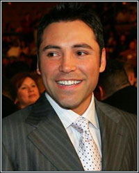 DE LA HOYA HAS A MAJOR ANNOUNCEMENT THAT WILL
