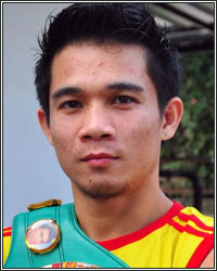 SRISAKET SOR RUNGVISAI KNOCKS OUT ROMAN GONZALEZ IN 4